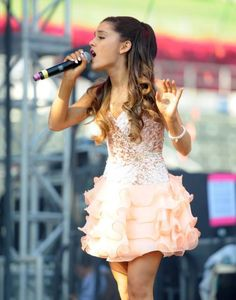 Ariana Grande hair 2013 | Singer Ariana Grande performed in a sparkly pink outfit at The 2013 ...