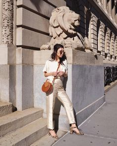 "3,899 curtidas, 13 comentários - Frida Becker (@fridabecker) no Instagram: ""When you're thrifting and you find @oscardelarenta pants for $40 bucks 🤤"""