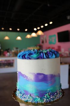 Bday Cakes For Girls, 13th Birthday Cake For Girls, Green Birthday Cakes, Creative Birthday Cakes, Purple Cake Pops, Purple Cakes, Green Cake, Bithday Cake, Color Sprinkle