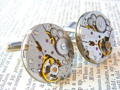 Regarder Mens Cufflinks, Watch mouvement boutons de manchette, boutons de manchette Vintage, boutons de manchette Steampunk montre, boutons de manchettes, cadeau copain par PeregrinVintage sur Etsy https://www.etsy.com/fr/listing/213581941/regarder-mens-cufflinks-watch-mouvement