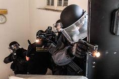 reparti del Nucleo Negoziatori del GIS (Gruppo di Intervento Speciale) dei Carabinieri