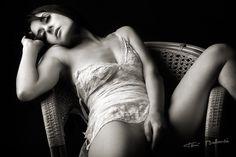 nude black and white - desnudo en blanco y negro