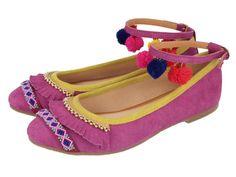 Nativa / Bailarinas de piel en color rosa con sujeción al tobillo y detalles étnicos. Corte y plantilla en piel y forro en textil. El estilo apache llenará las calles esta primavera-verano 2016. #ApatxebyGioseppo