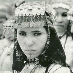 Femme de la Moyenne vallée du Dades portant la Talgamout