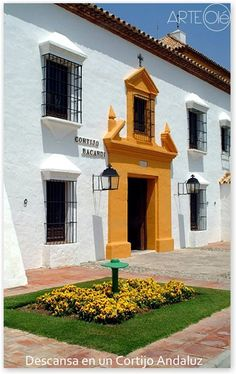 Cortijo Andaluz. Detalle de  banquinas y rejas de ventanas