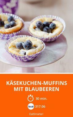 Käsekuchen-Muffins mit Blaubeeren - smarter - Zeit: 30 Min.   eatsmarter.de #blaubeere #heidelbeere #muffin Superfood, Cupcakes, Eat Smarter, Food Porn, Food And Drink, Heaven, Breakfast, Desserts, Dessert Ideas