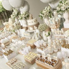 If you aren't a fan of traditional wedding cake or you just can't choose one perfect cake for your wedding, you can choose non-traditional wedding desserts Idee Baby Shower, Cute Baby Shower Ideas, Baby Shower Themes, Baby Boy Shower, Baby Shower Decorations, Wedding Decorations, Table Decorations, First Communion Party, Baptism Party