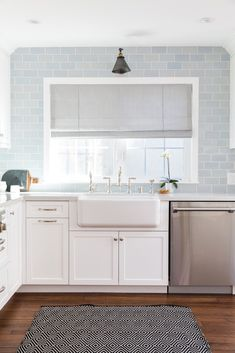 Perfect southern living kitchen window treatments only in omah home design Blue Kitchen Tiles, Blue Backsplash, Kitchen Tiles Design, Subway Tile Kitchen, Glass Subway Tile Backsplash, Backsplash Ideas, Kitchen Designs, Kitchen Window Curtains, Kitchen Window Treatments