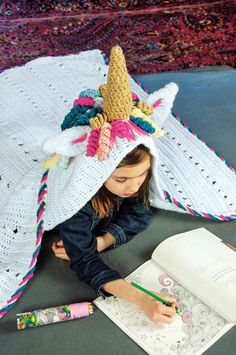 Mary Maxim - Hooded Unicorn Blanket - New Items - Bright, fun colors bring this mystical blanket to life. Kit includes Mary Maxim Starlette, Starlette Sparkle and Sugar Baby Stripes yarn. Crochet Quilt, Knit Or Crochet, Crochet Baby, Free Crochet, Crochet Hook Sizes, Crochet Hooks, Crochet Stitches For Blankets, Crochet Unicorn, Unicorn Crafts