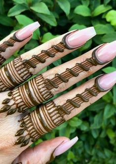 What is a Henna Tattoo? Henna tattoos are becoming very popular, but what precisely are they? Henna Tattoo Designs Arm, Indian Henna Designs, Finger Henna Designs, Henna Tattoo Hand, Mehndi Designs 2018, Modern Mehndi Designs, Mehndi Designs For Girls, Mehndi Design Photos, Henna Designs Easy