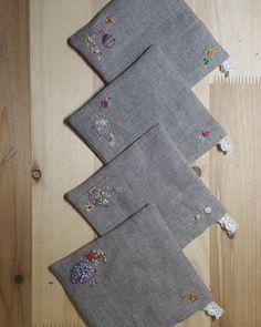 "395 Beğenme, 10 Yorum - Instagram'da 자수하는CHOI(I'm korean) (@thtymom): ""#티코스터~귀요미자수로 #리투아니아린넨이라~수놓는것보다 가장자리바느질에손가락이더아포#프랑스자수 #소품 #embroidery #needlework"""