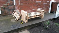 DIY Pallet Sofa : 4 Steps (with Pictures) - Instructables Diy Pallet Sofa, Pallet Bench, Pallet Furniture, Furniture Projects, Used Pallets, Sofa Bench, Garden Sofa, Wooden Spools, Studs