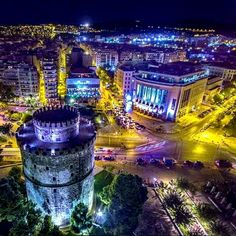 Hellas Inhabitants Of The Shiny Stone - The White Tower At Night, Thessaloniki, Greece. Travel And Tourism, Travel And Leisure, Macedonia Map, Wonderful Places, Beautiful Places, Karpathos Greece, Greece Thessaloniki, Inspiration Entrepreneur, Greek Beauty
