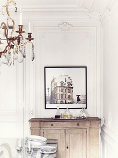 Parisian Style #mouldings | #chandeliers | photo idha lindhag