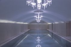 La piscine de l'hotel sans souci, hotel design à Vienne Spa, Chandelier, Ceiling Lights, Lighting, Wedding, Home Decor, Design Hotel, Vienna, Swimming