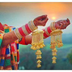.... Wedding Chura, Wedding Lehnga, Indian Wedding Bride, India Wedding, Wedding Wear, Dream Wedding, Punjabi Wedding Suit, Punjabi Bride, Punjabi Chura