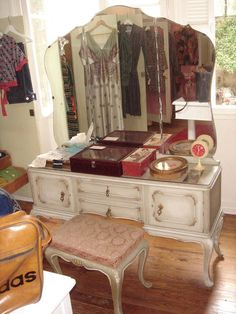 I think my grandma had a dressing table like this. If I find it, it's mine.