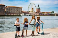 Toulouse en trottinette ! Discovering with kid scooters ! © Gilles Martin #visiteztoulouse