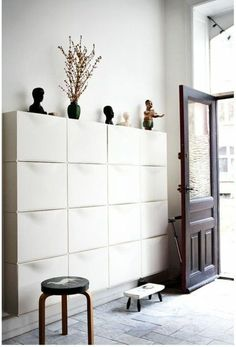 Modern lobby furniture for home! Ikea Shoe Storage Cabinet, Wall Mounted Shoe Storage, Entryway Cabinet, Mega Furniture, Lobby Furniture, Apartment Furniture, Furniture Cleaning, Trones Ikea, Home Entrance Decor