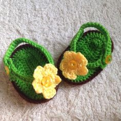 How to crochet baby flip flops via @Guidecentral - Visit www.guidecentr.al for more #DIY #tutorials