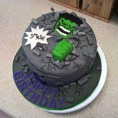 "Hulk ""smash"" Cake on Cake Central Hulk Torte, Hulk Cakes, Hulk Birthday Cakes, Hulk Birthday Parties, Cake Smash, Hulk Smash, Decors Pate A Sucre, Marvel Cake, Superhero Cake"