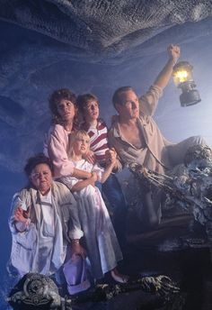 Heather O'Rourke, JoBeth Williams, Craig T. Nelson, Oliver Robins, Zelda Rubinstein - Poltergeist II: The Other Side