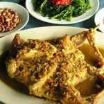 Bagi mereka yang sering ke Bali dan menyukai kuliner di Bali, tentunya pernah mendengar nama ayam betutu Gilimanuk. Merupakan khas Bali kuliner yang patut di coba jika Anda liburan bersama keluarga di Bali. Anda dapat mencoba masakan ini disalah satu restoran ayam betutu khas Gilimanuk di Denpasar.