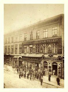 1890 körül. Király utca Budapest Hungary, Vintage Photography, Vintage Ads, Old Photos, Austria, Utca, The Past, Louvre, History