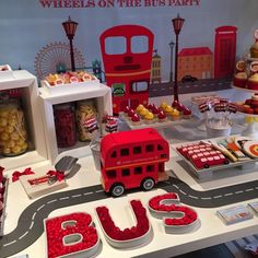 Wheels on the bus party SK Cakes Cobham and styled by Les Enfants (Event Planners)