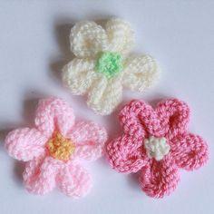 We Like Knitting: Knitted Flower Tutorial