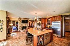 Fireplace in the kitchen = dream kitchen!