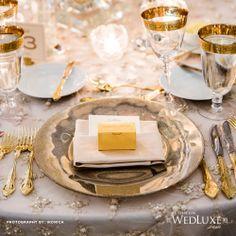 Gold place setting. Montaje de mesa en oro.