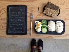Menu du jour 08/06 - Légumes crus bio : champignons + concombre - Oeuf dur bio - Tartine de baguette aux graines : avec tapenade d'olives noires home-made / avec dip d'aubergines grillées et amandes home-made