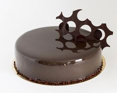 Cake Decorating – How To Make Your Icing Smooth And Even Cookie Recipes, Dessert Recipes, Desserts, Hungarian Cake, Mirror Glaze Cake, Cake Decorating Classes, Torte Cake, Romanian Food, Food Decoration