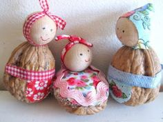 Flossie Teacakes: Three ways with walnuts - this walnut family is also pretty cute! Can't remember the last time I bought whole walnuts. Nature Crafts, Fall Crafts, Holiday Crafts, Diy And Crafts, Christmas Crafts, Crafts For Kids, Arts And Crafts, Christmas Decorations, Christmas Ornaments
