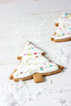 Girly evergreen trees made with Martha by Mail evergreen tree cookie cutter. Gingerbread cutout cookies, royal icing, sugar sequins & edible stars!