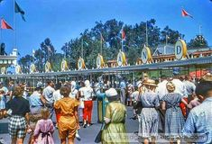 You can't get anymore vintage than this. Disney Day, Disney Home, Disney Magic, Disney Movies, Walt Disney, Disney Stuff, Disney Princess Facts, Disney Fun Facts, Vintage Disneyland
