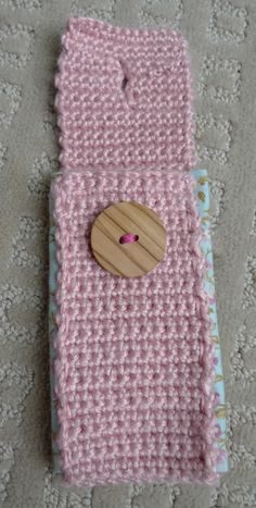 This is freakin awesome....cellphone cozy... I might make one for myself... :)