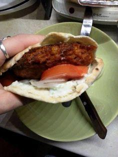 Cypriot pita breads with soy burgers and greek tzatziki ^_^ Greek Cookbook, Vegan Greek, Pita Bread, Tzatziki, Greek Recipes, Hamburger, Breads, Eat
