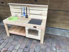 Matschküche Kids Wooden Kitchen, Diy Mud Kitchen, Mud Kitchen For Kids, Kitchen Sets, Wooden Kitchens, Kids Outdoor Play, Outdoor Play Areas, Kids Play Area, Garden Furniture Design