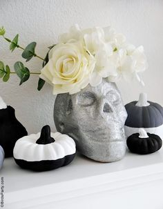 Halloween Mantel DIY Modern Décor -neutral, black and white monochrome craft projects for a easy and inexpensive Halloween décor! #halloween #diy #crafts #halloweendecor #halloweenathome #halloweendecor #halloweencrafts #halloweendiy #halloweenblackandwhite #blackandwhitehalloween #modernhalloween #neutralhalloween Halloween Mantel, Modern Halloween, Fun Halloween Crafts, Festive Crafts, Halloween Decorations, Halloween Party, Black White Halloween, Diy Mantel, French Crafts
