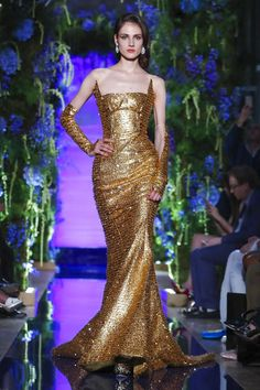 Discover NOWFASHION, the first real time fashion photography magazine to publish exclusive live fashion shows. Beautiful Gowns, Beautiful Outfits, Fall Dresses, Evening Dresses, Prom Dresses, Couture Fashion, Runway Fashion, Fashion Week, Fashion Show