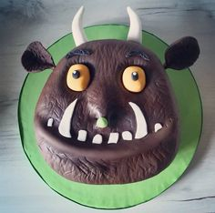 Cake maker in Leighton Buzzard. I specialise in character cakes,. 3rd Birthday Cakes, 40th Birthday, Birthday Ideas, Caterpillar Cake, Boys Food, Dress Up Day, Cake Makers, Anniversary Ideas, Celebration Cakes