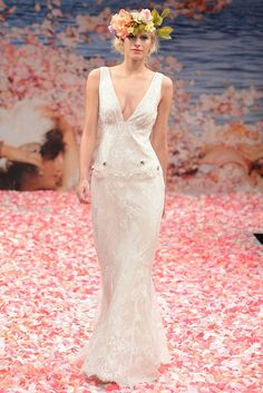Vera Wang is at the top, Bridal trends when it comes to setting. Ivanka Trump, Alicia Keys and Mariah Carey-like dress, her wedding couture has become the go-gallon. 2012 her fall show king is responsible for a dramatic new trend.