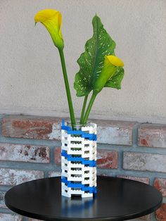 legos vase and other assorted lego home decor projects - exactly what I was looking for!