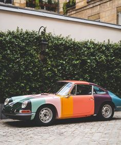 a 1965 Porsche 911 model has been given a bold redesign using the iconic stripes of paul smith design. Car Colors, Colours, Carrera, Porsche 911 Models, Porsche 356, Architecture Cool, Vintage Porsche, Vintage Cars, Car Makes