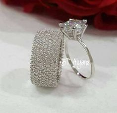 A pretty diamond wedding ring set. A pretty diamond wedding ring set. Wedding Rings Simple, Wedding Rings For Women, Unique Rings, Beautiful Rings, Elegant Wedding, Trendy Wedding, Wedding Unique, Beautiful Dream, Gold Engagement Rings