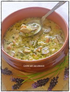 ÍZZEL ÉS LÉLEKKEL: TEJSZÍNES-TÁRKONYOS CSIRKERAGULEVES GAZDAGON Meat Recipes, Chicken Recipes, Cooking Recipes, Healthy Recipes, Italian Soup, Chowder Recipes, Hungarian Recipes, Breakfast Time, Easy Meals