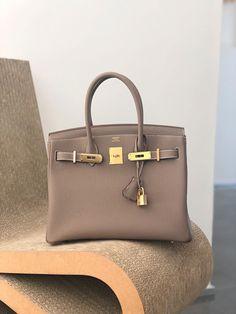 designer handbags uk sale #Designerhandbags Sac Hermes Kelly, Sac Birkin Hermes, Hermes Bags, Hermes Handbags, Cheap Handbags, Fashion Handbags, Purses And Handbags, Fashion Bags, Birkin Bags