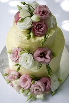 Pretty real flowers on cake